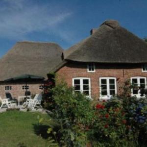 Hotel Pictures: Ferienhaus-Haus-Altenteil, Oldsum