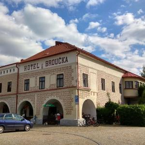 Hotel Pictures: Hotel U Broucka, Nové Město nad Metují