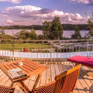 Hotel Pictures: Lebensart-am-See-elegante-Ferienwohnung-See-Lodge-direkt-am-See, Bad Endorf