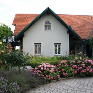 Hotel Pictures: Landhaus Eder, Stegersbach