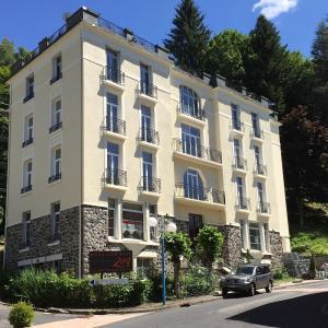 Hotel Pictures: Le Pavillon, La Bourboule