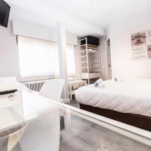 Hotel Pictures: Hostal Viena, Soria