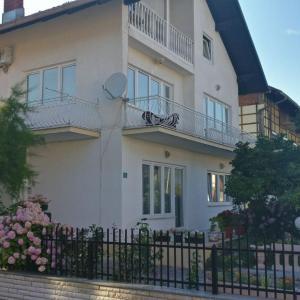 Hotellikuvia: Apartman Zara, Bihać