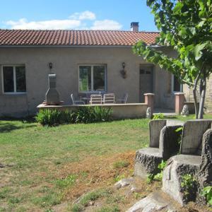 Hotel Pictures: Maison Au Milieu De La Foret, Labastide-Rouairoux