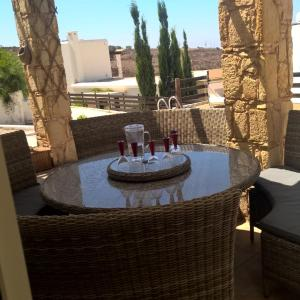 Hotel Pictures: Arodes Villas, Pano Arodes