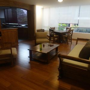 Hotel Pictures: Atuk Apartment, Tumbaco