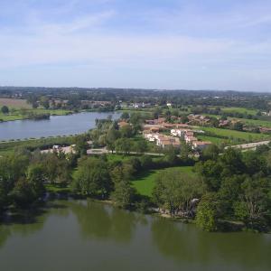 Hotel Pictures: Pescalis Résidence Les Maisons du Lac, Moncoutant