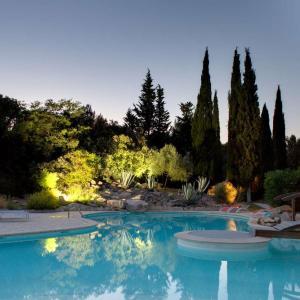 Hotel Pictures: Relais du Silence La Villa Vicha, Aubais