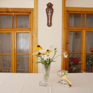 Hotel Pictures: Spacious private room, Sheki