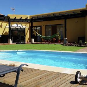 Hotel Pictures: Villa Amarilla, La Oliva