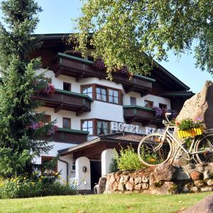 Foto Hotel: Sport und Familienhotel Klausen, Kirchberg in Tirol