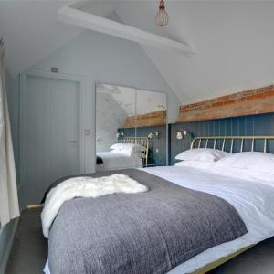 Hotel Pictures: Songbird Cottage, Littlebourne