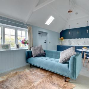 Hotel Pictures: Bumble Bee Cottage, Littlebourne