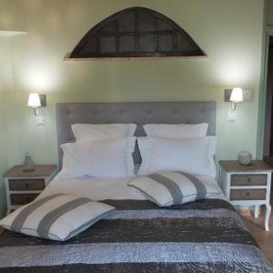 Hotel Pictures: Bastide De Mazan, Riez