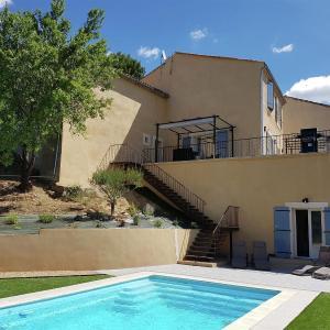 Hotel Pictures: Maison Piscine Village Vue Imprénable, Montouliers