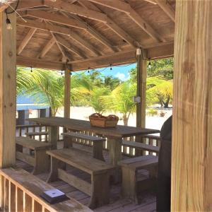 Hotel Pictures: Paradise Beach South Andros, Smith's Hill
