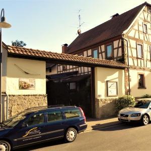 Hotel Pictures: Ferienwohnung BogenTenne, Eußenheim