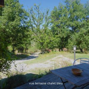 Hotel Pictures: Chalets D'arbres, Darbres