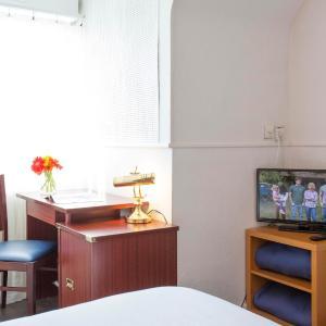 Hotel Pictures: Hôtel Les Gens De Mer Lorient by Popinns, Lorient