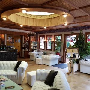 Hotel Pictures: Hôtel Saint-Hubert, Cour-Cheverny