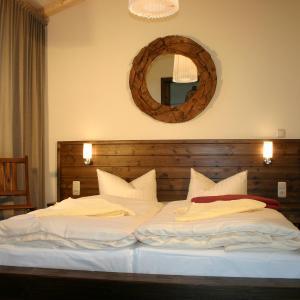 Hotel Pictures: Pension Café Knatter, Ueckeritz