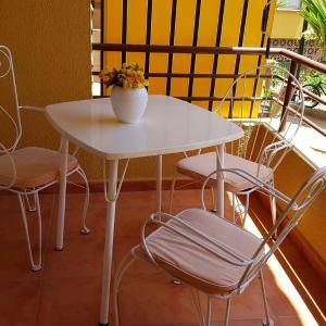 Hotel Pictures: Cosy 3 Bedroom Apartment in Los Cristianos, El Guincho