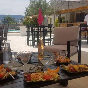 Hotel Pictures: L'Oasis, Coustellet
