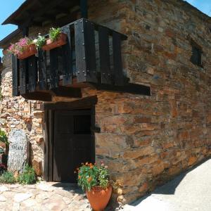 Hotel Pictures: Veniata, San Pedro de las Herrerías