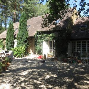 Hotel Pictures: Hunting Lodge, Fontainebleau Forest, Corne-Biche