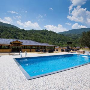 Hotel Pictures: Trio Lux Resort, Foča