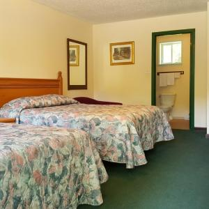 Hotel Pictures: Pathfinder Motel & R.V. Park, Agassiz