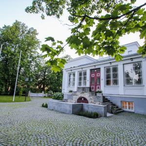 Hotel Pictures: Saka Manor, Saka