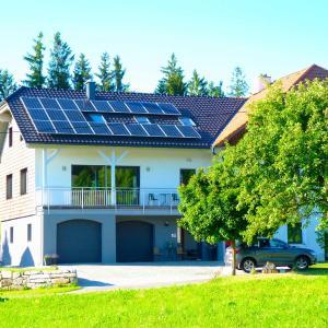 Hotellikuvia: Familie Hofer - Urlaub am Bauernhof, Helfenberg