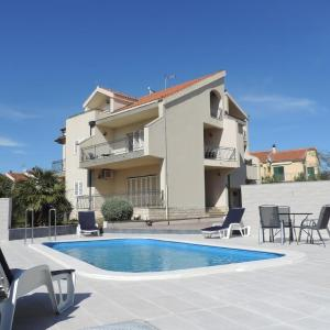 Hotel Pictures: Apartment Brodarica 4249a, Brodarica