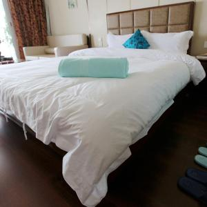 Hotel Pictures: Shallow Bay Sea View Apartment, Suizhong