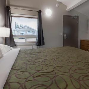 Hotel Pictures: Sunrise Inn & Suites, Fort Nelson