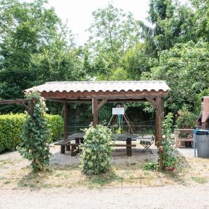 Hotel Pictures: Camping le Mas Fleuri, Sospel