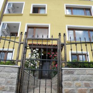 Hotel Pictures: Apartments Kaloyan, Veliko Tŭrnovo