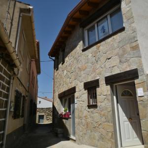Hotel Pictures: Dormilon , bonito loft, Burgohondo