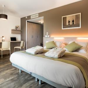 Hotel Pictures: Hotel du Grand Parc, Gex