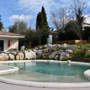 Hotel Pictures: Air Rental - villa en Occitanie, Guzargues