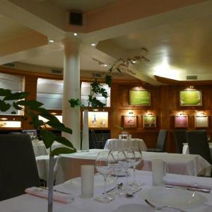 Hotel Pictures: Logis Hotel le France, Villers-le-Lac