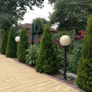 Hotel Pictures: Guest House Karaulanov, Elkhovo