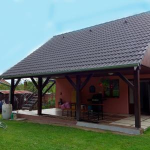 Hotel Pictures: Charming Holiday House, Zruč nad Sázavou