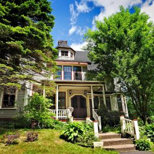 Hotel Pictures: Elmwood Heritage Inn, Charlottetown