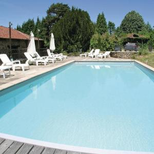 Hotel Pictures: Holiday Home Moissannes with Lake View 02, Moissannes