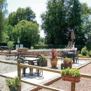 Hotel Pictures: Holiday Home St Dizier Leyrenne II, Le Pommier