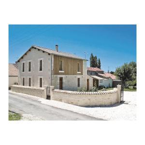 Hotel Pictures: Holiday Home St. Sigismond Bis, Rue Du Louche Four, Le Mazeau