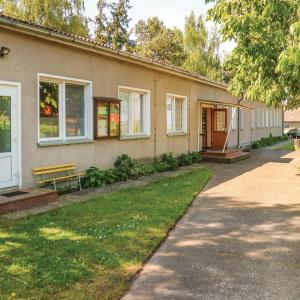 Hotel Pictures: Ten-Bedroom Holiday Home in Bresewitz, Bresewitz