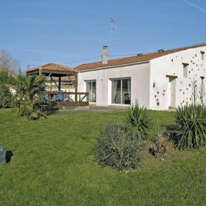 Hotel Pictures: Holiday home Rue de la Pinsonniere K-912, Venansault